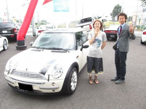 埼玉県戸田市にお住まいのS様に 2004y BMW ミニ クーパー 希少左ハンドル 新車並行 をご納車させて頂きました。