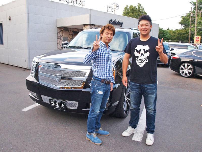 横浜DeNAベイスターズの筒香選手がエスカレードの点検でご来店してくださいました。