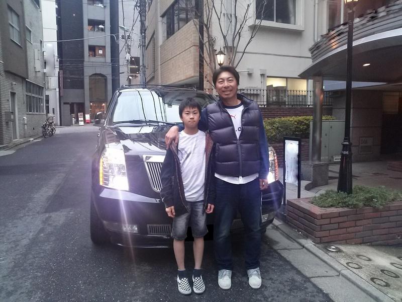 東京ヤクルトスワローズ #99 高津臣吾コーチに エスカレードの車検をお預かりした際に記念撮影に応じて頂きました。