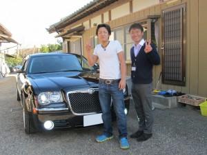 茨城県のF様に クライスラー300Cをご納車させて頂きました。
