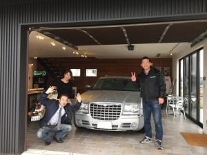 岐阜県の INFILL BOX様に クライスラー300Cツーリング をご納車させていただきました。