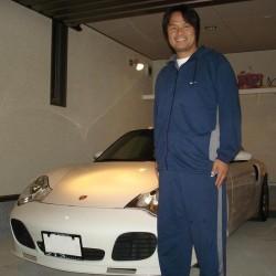 元ヤクルトスワローズ 鈴木健様のポルシェを点検でお預かりさせて頂き、貴重な現役時代のユニフォームを頂戴いたしました。