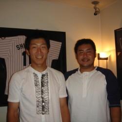 東京ヤクルトスワローズ小野選手と飯原選手がご来店されました。