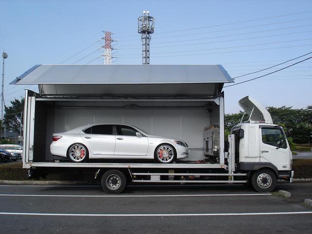 大阪府貝塚市のS様に レクサス LS600hL HYBRID フルカスタム をご納車させていただきました。