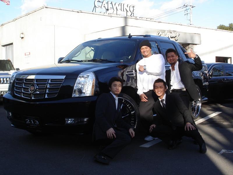 東京ヤクルトスワローズ 石井弘寿投手にエスカレードEXTをご納車させていただきました。