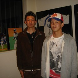 今日は、西武ライオンズ若手の注目株のお二人である、藤原虹気選手と田沢由也選手が一緒に遊びに来てくださいました。田沢選手のH2は点検、藤原選手はカスタムとそれぞれご用命を頂きました。