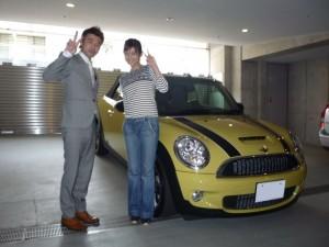 東京ヤクルトスワローズ 青木宣親選手 奥様の元TV TOKYOアナウンサー 大竹佐知さん(青木佐知)に 新車 MINIクーパーSコンバーチブルをご納車させていただきました。