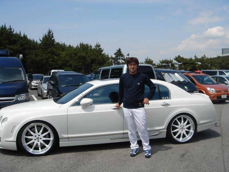 東京ヤクルトスワローズ 石井一久投手にベントレー フライングスパー マンソリーをご納車させていただきました。