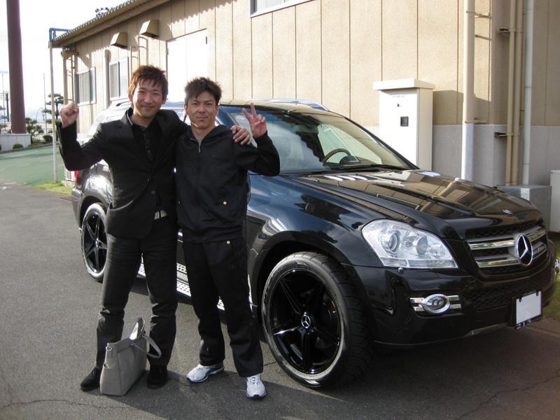 伊勢崎オートレースがホームグラウンドのオートレーサー三浦康平選手にメルセデスベンツ GL550 をご納車させていただきました。
