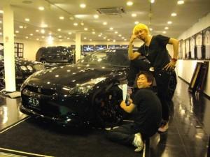 カリスマダンサー カリスマカンタローさんの NISSAN GT-R 通称『カリスマGT-R!!』をカスタムさせていただきました。