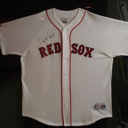 ボストン・レッドソックス 松坂大輔投手にサイン入りユニフォームを頂戴いたしました。