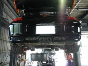 こちらは911 GT3RSのエンジンオイル交換風景です。 アメ車のイメージが強いキャルウイングですが、ポルシェ・メルセデス・BMWなども たくさんご入庫頂いております。もちろん他社でご購入頂いた車両も、しっかり診させて頂 […]