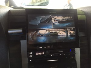 車検整備のため、ご入庫頂いている車両です。 2007年以降製造の車両は「直前側方運転視界基準」という基準が決められているため キャルウイングでは、フロントカメラとサイドカメラの取付をさせて頂いております。   […]