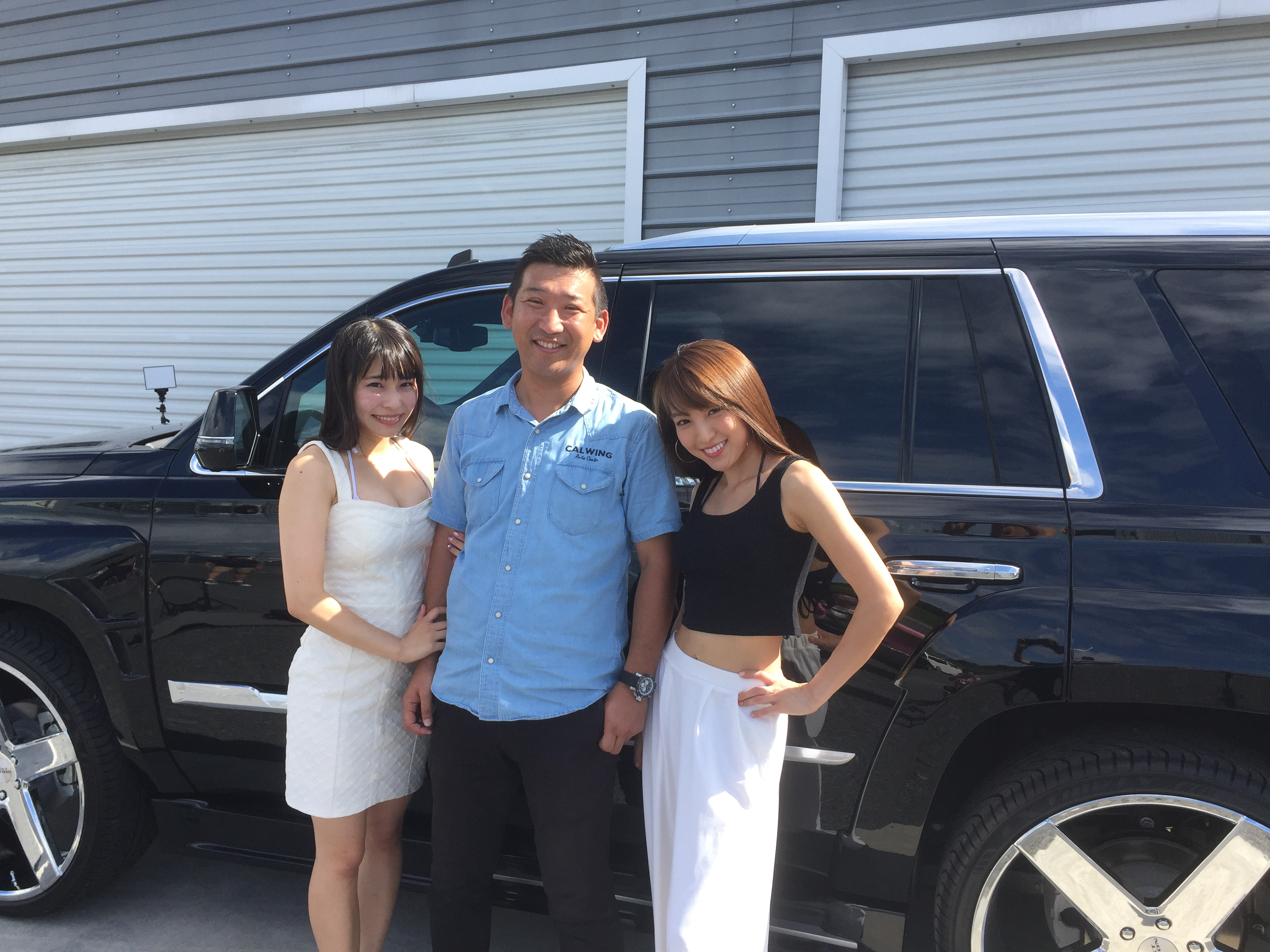 雑誌A-CARSの取材でモデルの佐山みさきさん、アイドルユニットblingblingの塚田綾佳さんが遊びに来てくださいました! | キャルウイング | 輸入車販売店