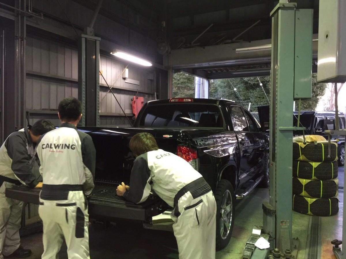 USトヨタ タンドラ トノカバー取付!!