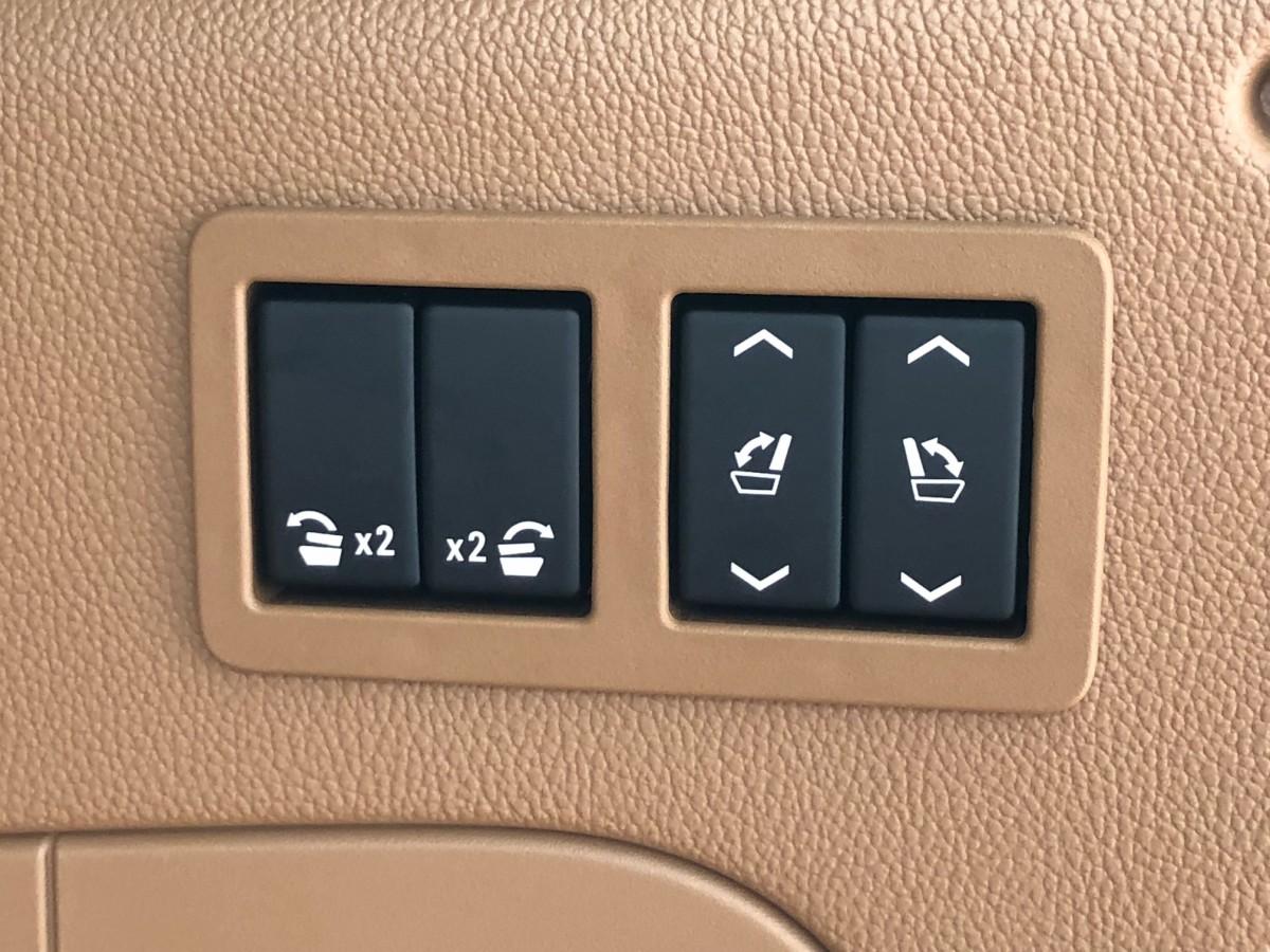 電動シートスイッチ