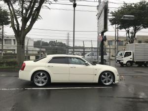 埼玉県のT様に クライスラー300C 5.7HEMIをご納車させていただきました!