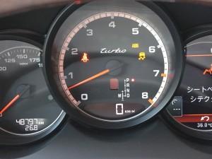 本日はアメ車や欧州車に多い、ABS、トラクションチェックランプ点灯の故障事例をご紹介致します。ABSやトラクションコントロールは、数多くのコンピューターやセンサーが関わっているため、どこか一つでも不具合が出てしまうと、誤 […]