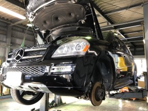 こんにちは、今回はメルセデス・ベンツ GL550 のドライブシャフトのブーツ交換を紹介します。車検整備でお預かりしまして、点検してドライブシャフトのブーツが切れているのを発見しました。初期段階でし […]