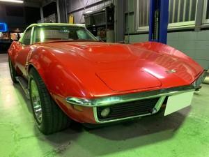 今回ご紹介するのは、1969年C3コルベットのブレーキ修理です。ブレーキが効かなくなってしまったというご依頼です。実際に症状の確認を行ったところ、踏み始めは効きますがそれ以上はペダルが硬く踏み込め […]