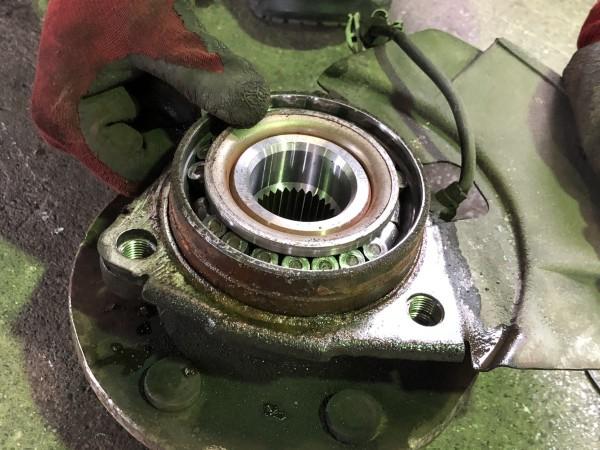 シボレー サバーバン 故障 点検 フロントハブASSY交換 修理 異音