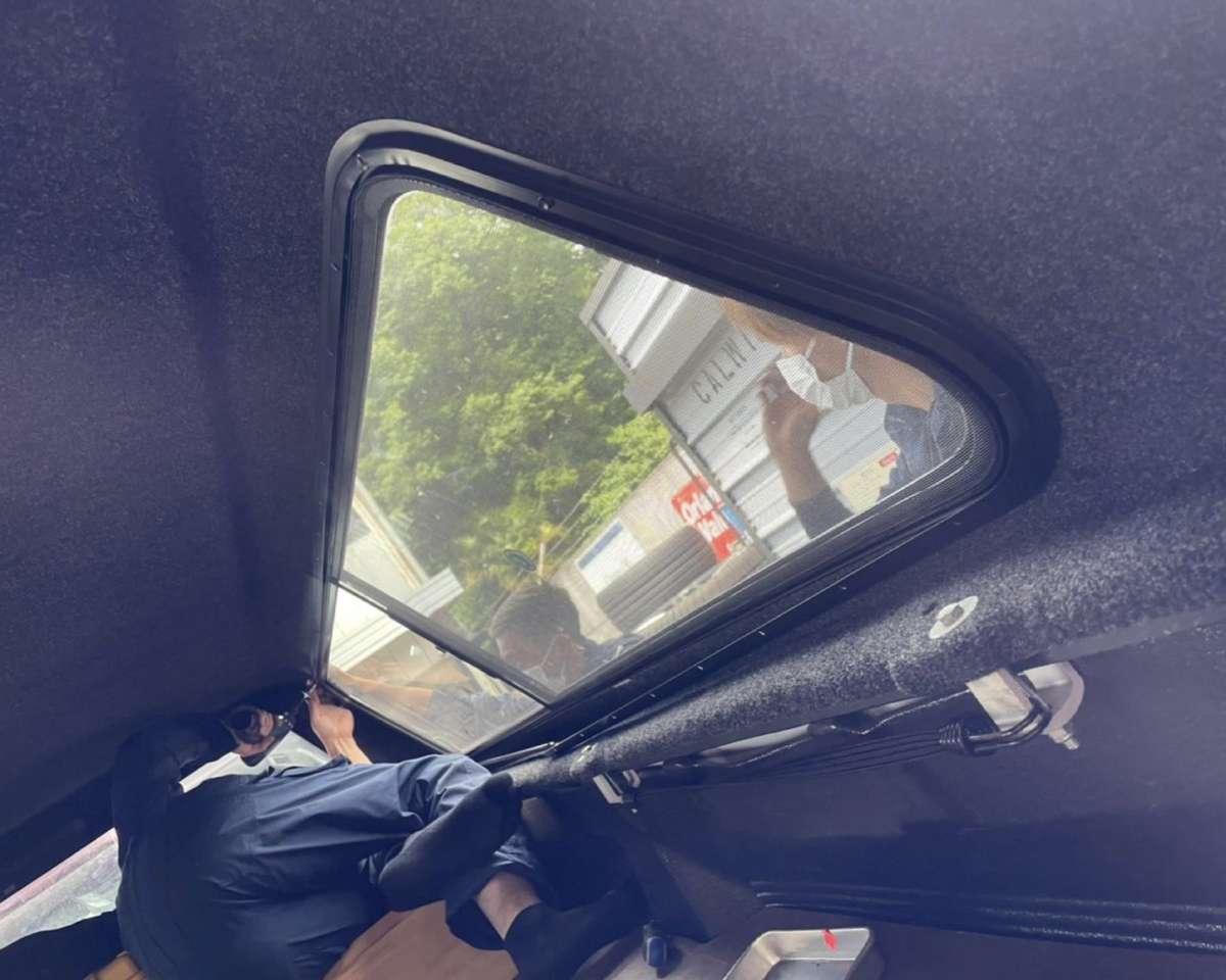 2019 USトヨタ タンドラ ロングベッド ベッドシェル 修理!