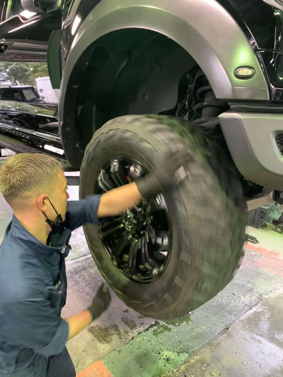 2017 フォード F150ラプター 車検点検中!