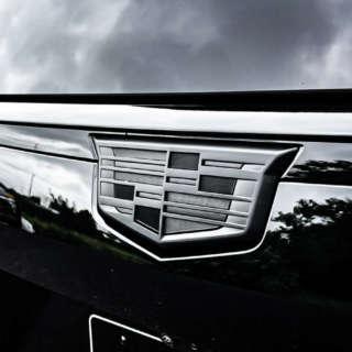 キャデラック エスカレード ホイール エンブレムブラックアウト 新型エスカレード レクサーニ LEXANI  CADILLAC  ESCALADE