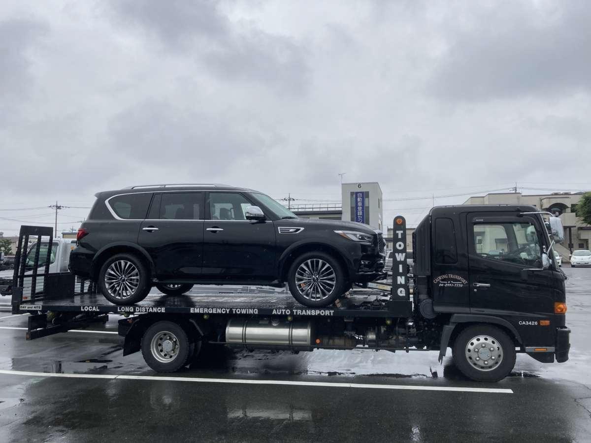群馬県のI社長に新車 インフィニティQX80をご納車させて頂きました。